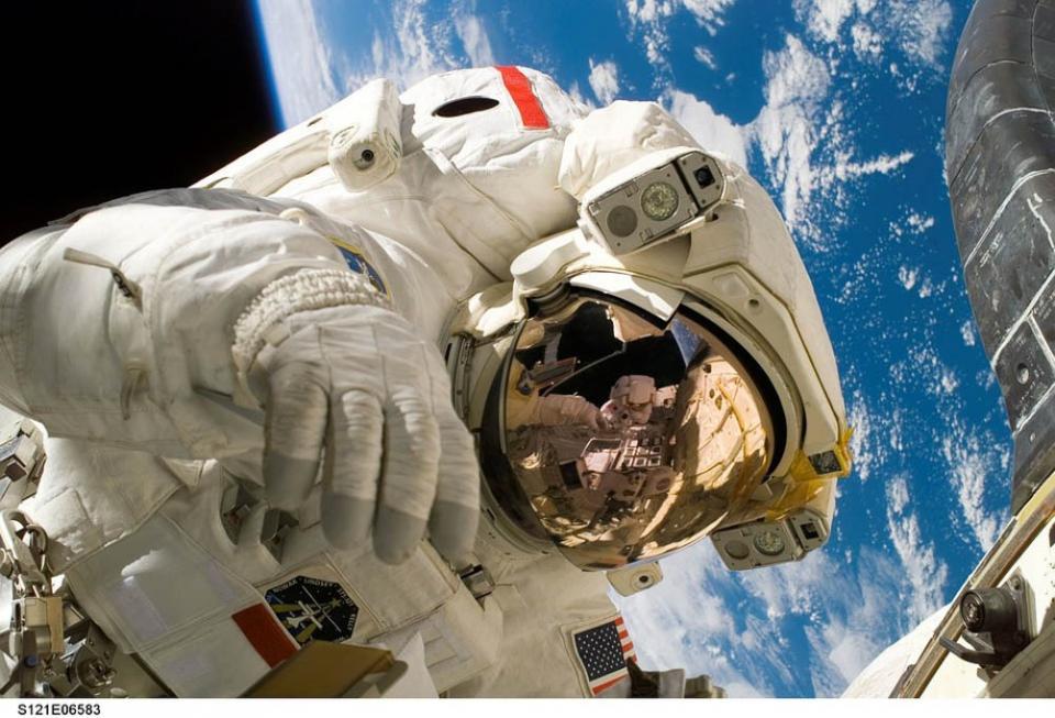 Presenta científico mexicano a la NASA proyecto de cultivo de plantas