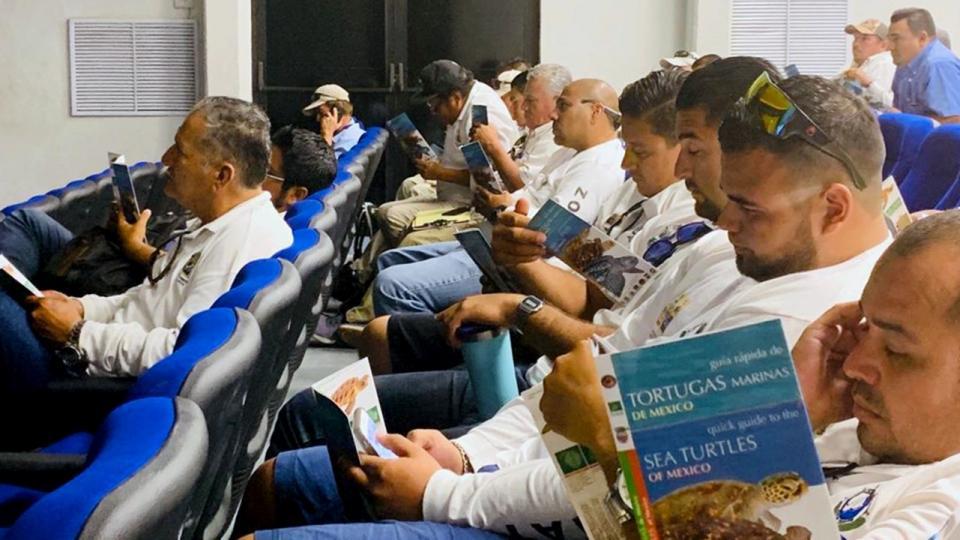 Con taller marino, trabajadores de Zofemat Los Cabos se capacitan por la conservación de las tortugas