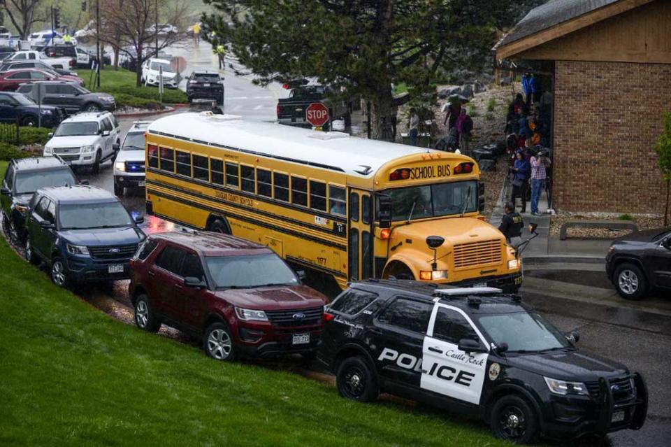 Siete estudiantes resultan heridos en tiroteo en Colorado