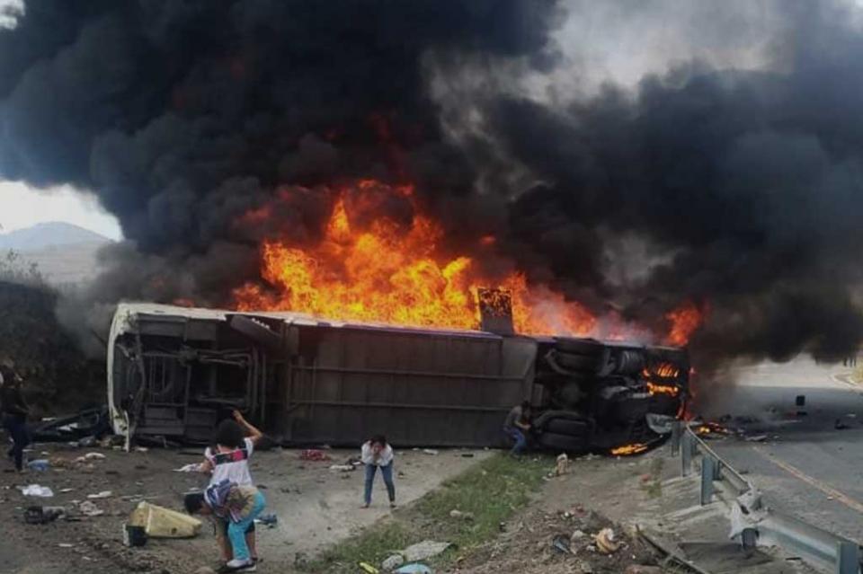 21 muertos y 30 heridos por accidente carretero en Veracruz