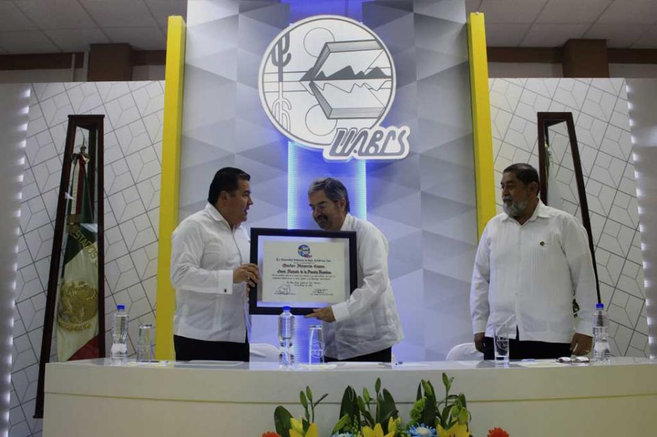 """Juan Ramón de la Fuente recibe doctorado """"Honoris Causa"""" de la UABCS"""