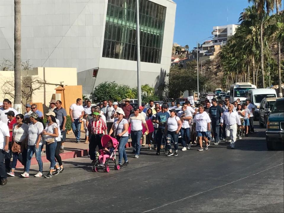 Manifestación a favor de taxistas en Cabo San Lucas