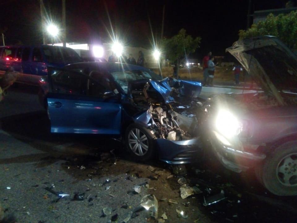 4 personas lesionadas el saldo de una carambola en carretera a Todos Santos