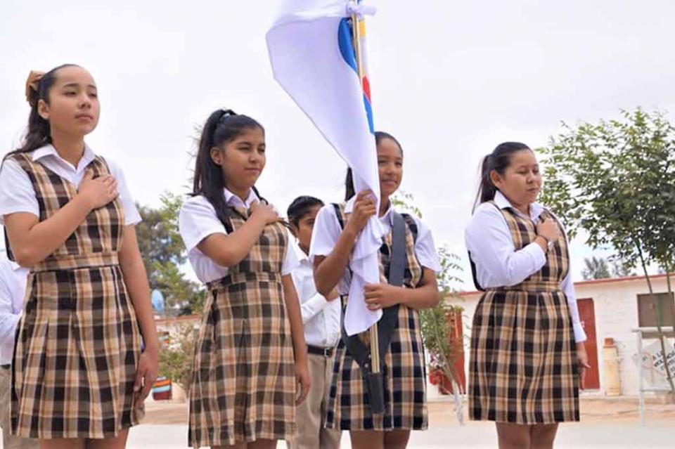 Se abanderaron planteles educativos de Mulegé y Loreto