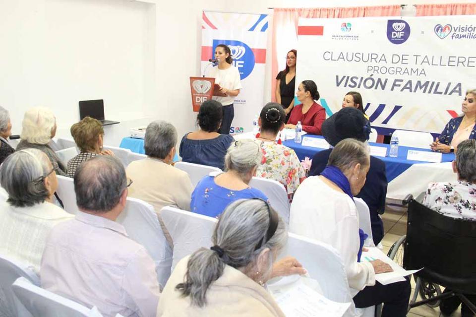 Capacita SEDIF a beneficiarios de Casa de Día Santa Fe en La Paz