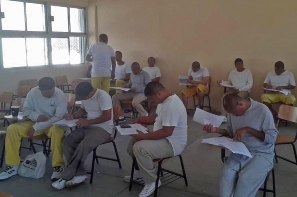 Visitan diputadas locales Centro Penitenciario de La Paz