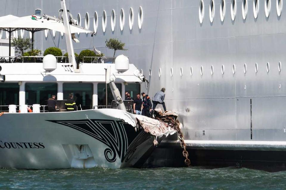 Colisión de crucero contra barco turístico deja cinco heridos en Venecia