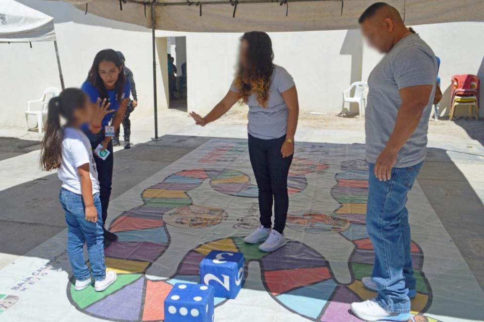 Festeja SSPE a padres internos en penal de La Paz