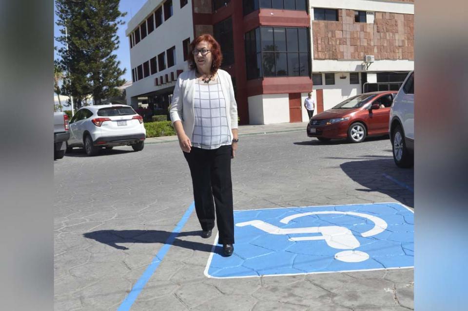 Cede estacionamiento Dip. Mercedes Maciel a personas con discapacidad