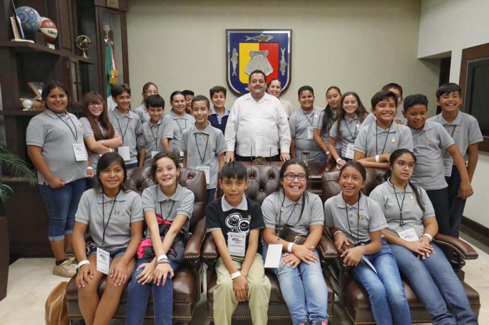 Se reúne Gobernador con los integrantes del XIII Parlamento Infantil