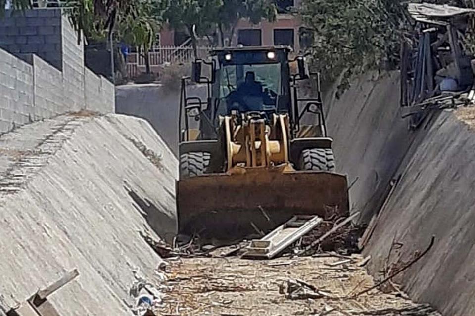 Para hacer frente a la temporada de lluvias, Gobierno de Los Cabos trabaja en la limpieza y desazolve de arroyos