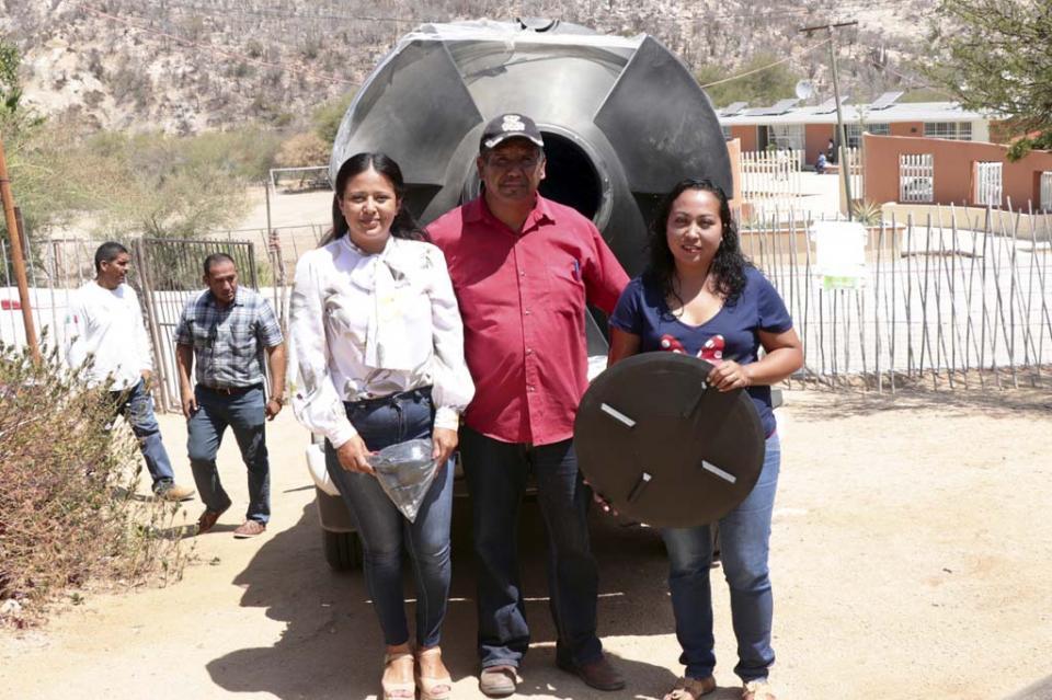 Ciudadanos de la zona rural La Candelaria reciben apoyos solicitados en Audiencia Pública