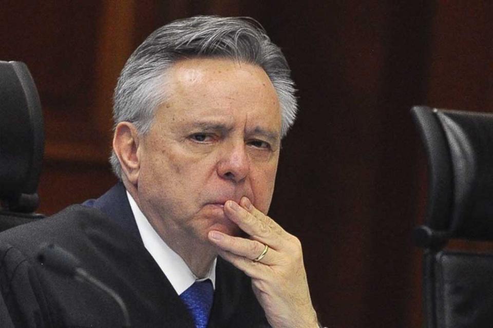 Reino Unido detecta transferencias millonarias al ministro Medina Mora