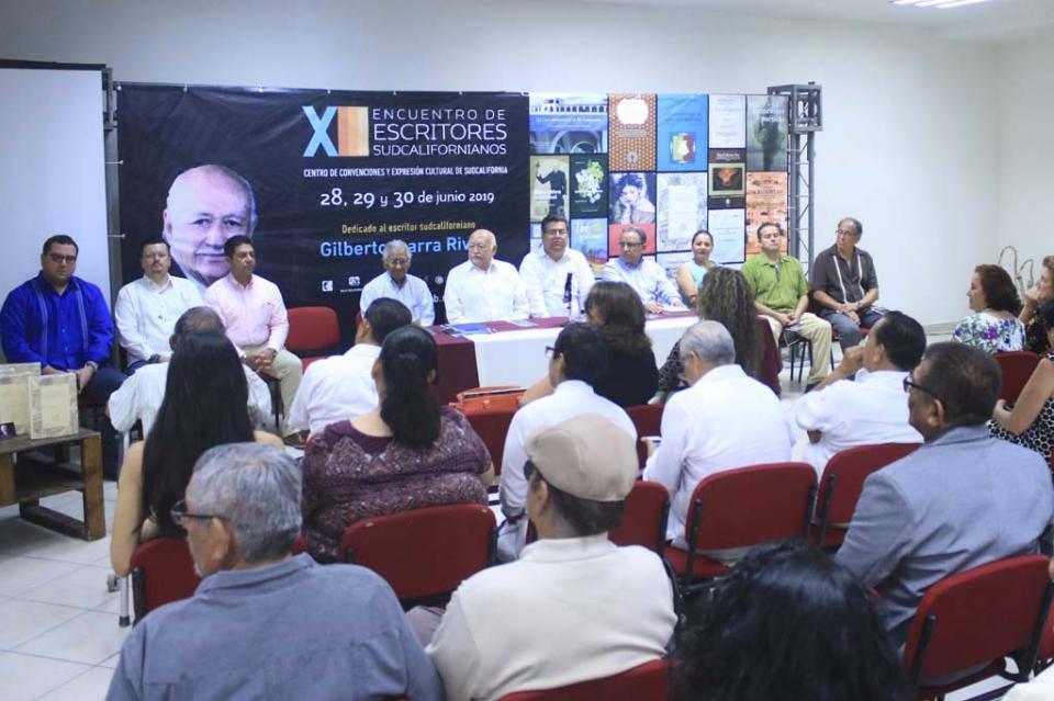 Rector de la UABCS dicta conferencia inaugural en Encuentro de Escritores Sudcalifornianos
