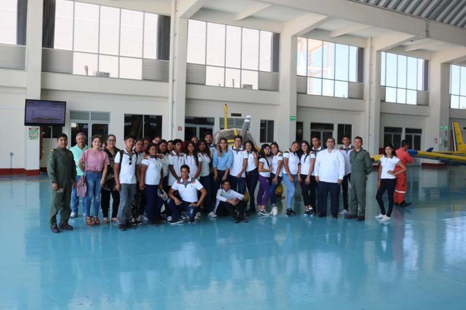 Jóvenes de media superior visitan las instalaciones de la Secretaría de Marina