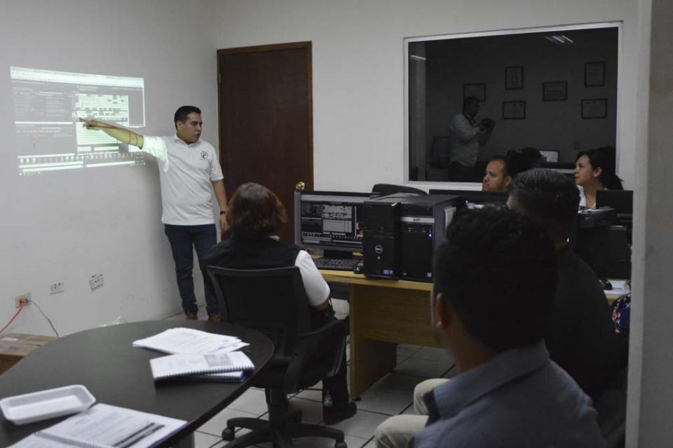 Operadores de C4 refuerzan sus conocimientos en manejo de emergencias