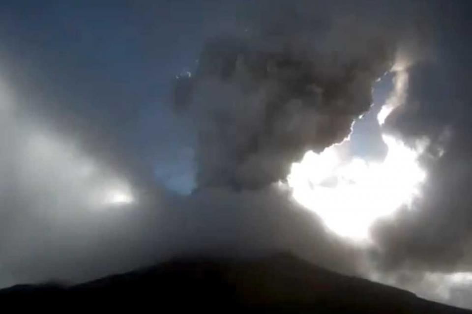 Popocatépetl emite 150 exhalaciones en últimas 24 horas