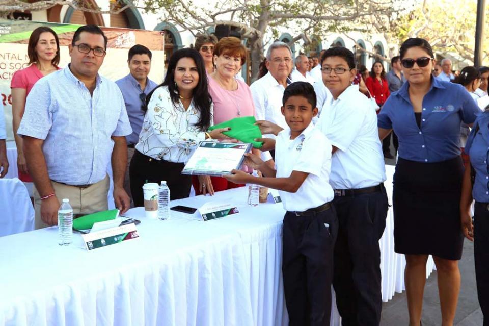 """Los Cabos primer lugar a nivel nacional al recibir el galardón """"Bandera Verde"""""""