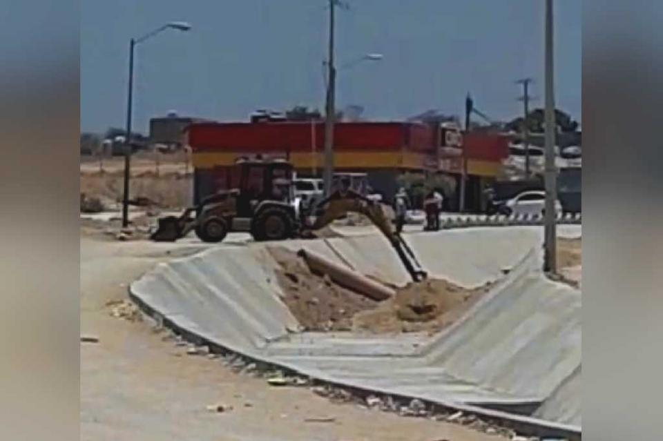 """Empieza Homex a """"maquillar"""" canal de Chula Vista ante llegada de autoridades federales, refieren vecinos del lugar"""