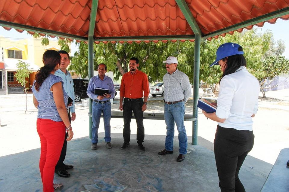 Atiende gobierno estatal a vecinos de la colonia Santa María, en La Paz