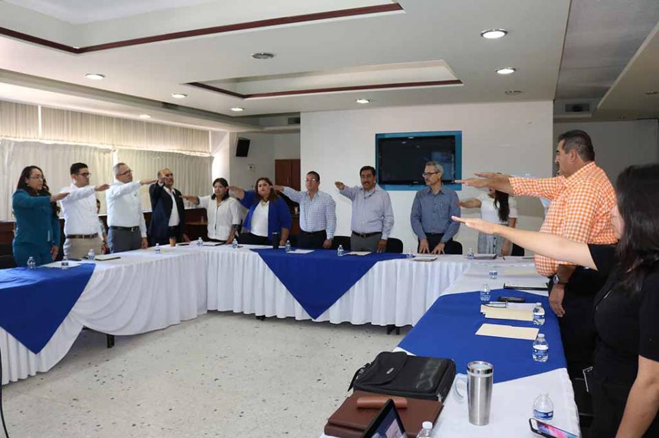 Rinde protesta Comité de Control Interno de la SEP Estatal
