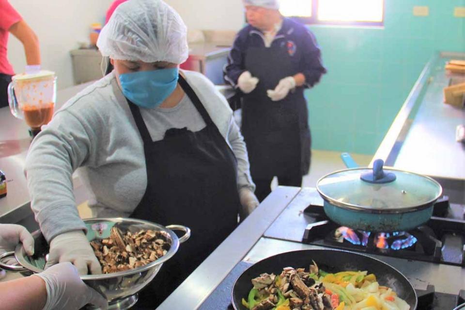 Arranca taller de cocina incluyente para jóvenes con discapacidad