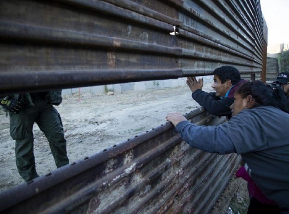 Instala INM 12 puntos en frontera sur, prevé deportar dos mil 500 al día
