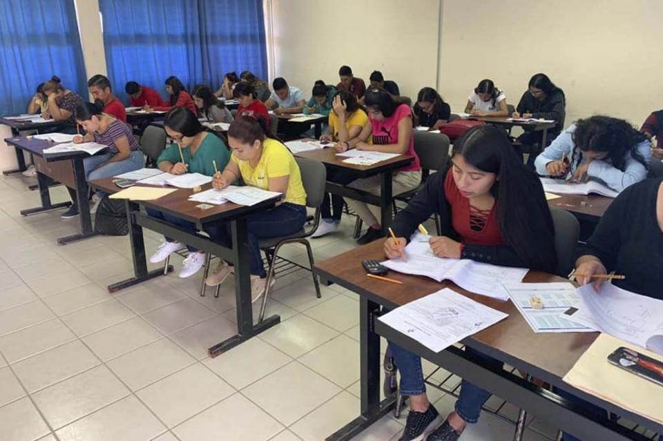 Participan más de mil aspirantes en examen de admisión a escuelas normales de BCS