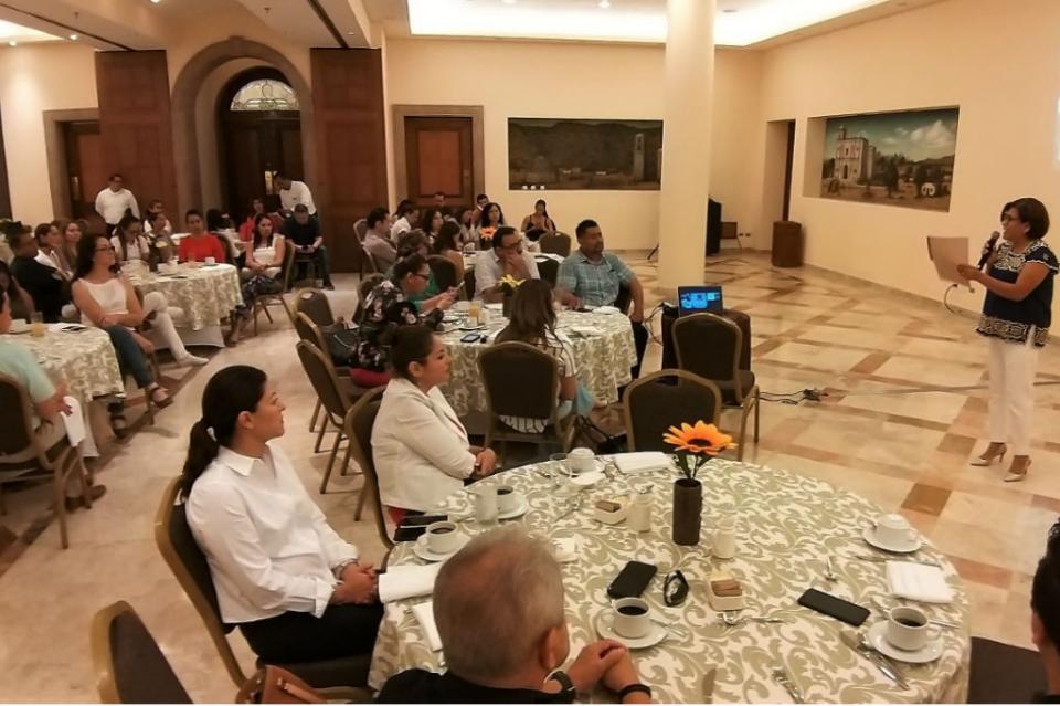 Instituto de las Mujeres expone proyecto para bolsa de trabajo ante Asociación de Ejecutivos de RH