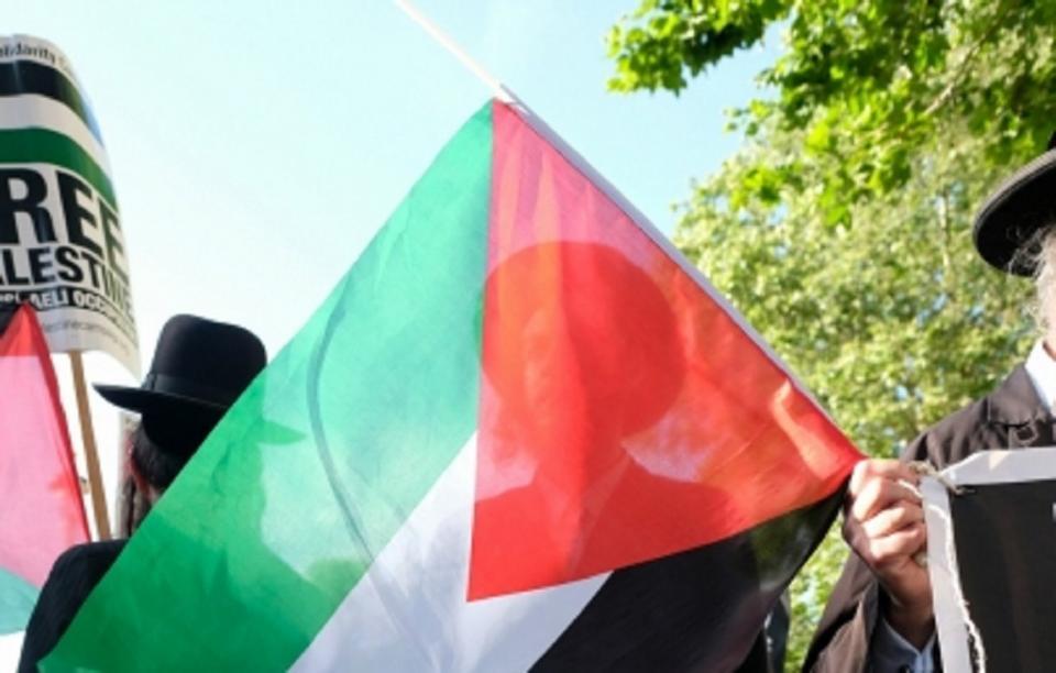 Palestinos salen a las calles en repudio a plan de apoyo estadunidense