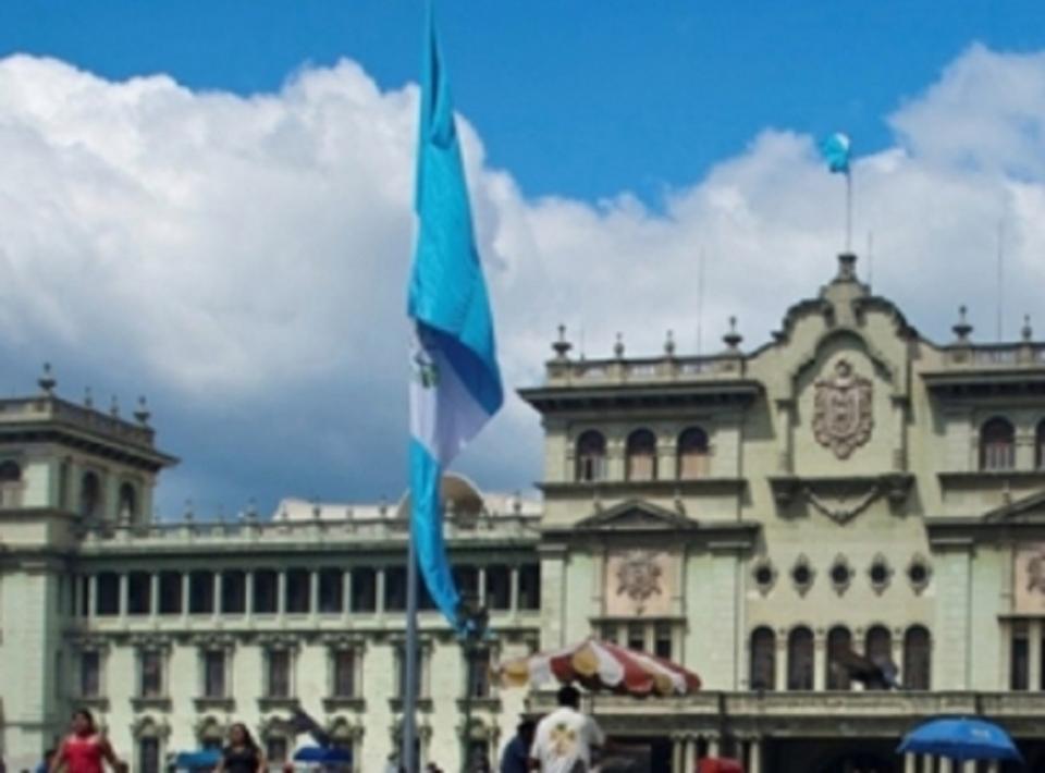 Revocan en Guatemala prohibición de uso de celulares en conteo de votos