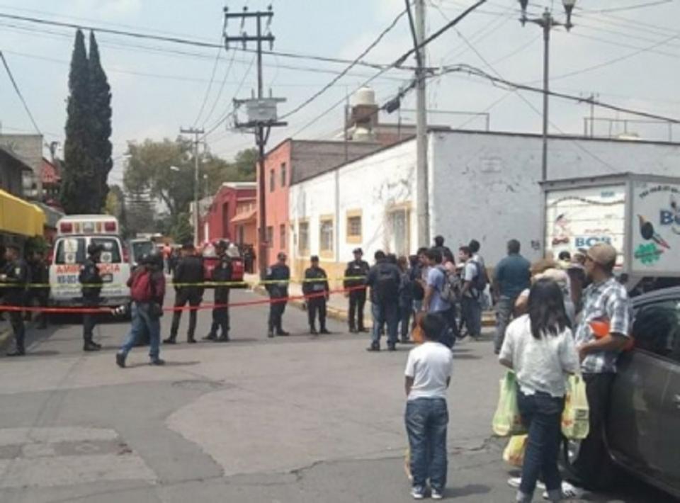Explosión en vivienda de Iztacalco deja al menos dos heridos