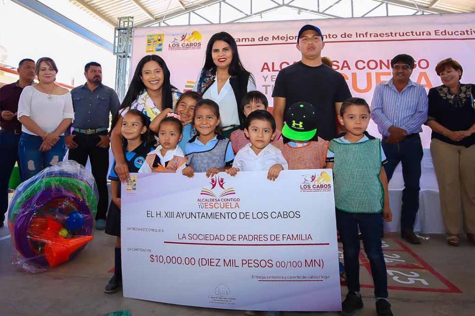 """""""Alcaldesa Contigo y en Tu Escuela"""" programa integral que ha beneficiado a más de mil 608 alumnos"""