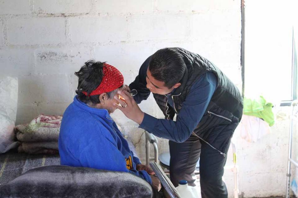 Realiza Gobierno Municipal visitas domiciliarias para atención médica a personas con discapacidad y adultos mayores