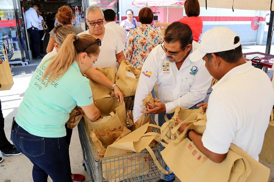 Entrega ZOFEMAT Los Cabos bolsas biodegradables resistentes para erradicar el uso del Plástico