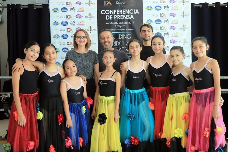 Bailarines de Danza Internacional capacitan a Artistas del Municipio de Los Cabos