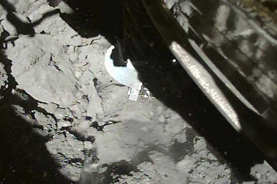 Aterriza exitosamente en el asteroide Ryugu sonda espacial japonesa
