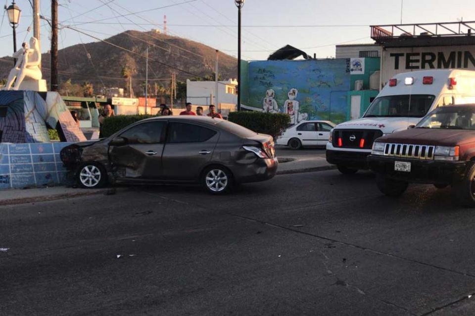 Niña y señora extranjera resultan lesionadas en fuerte choque en Cabo San Lucas