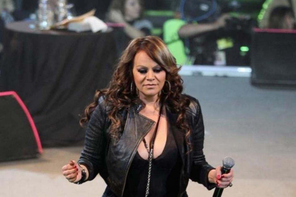 "Lanzan ""Aparentemente bien"", canción inédita de Jenni Rivera"