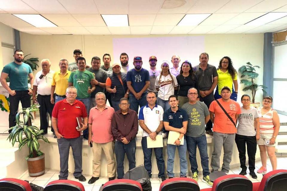 Participan entrenadores en cursos de capacitación