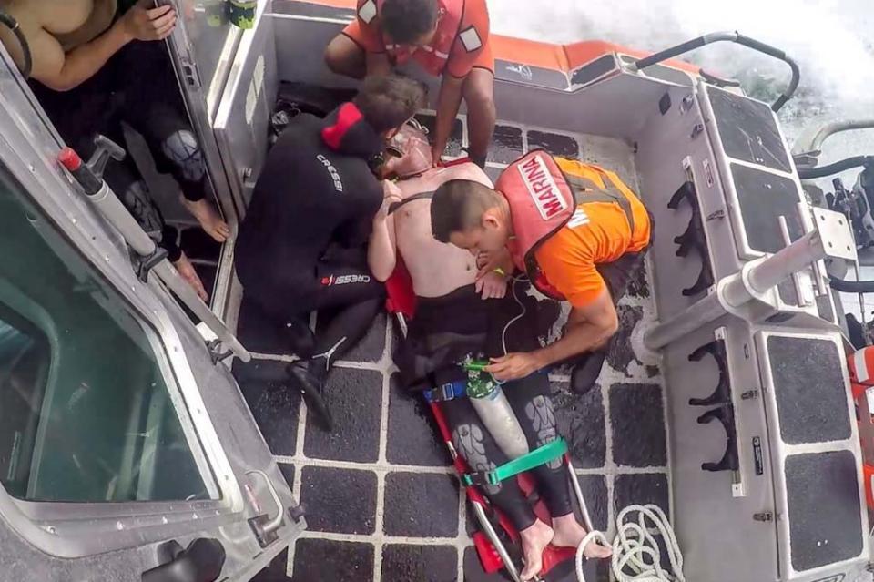 """SEMAR realizó evacuación médica de un turista en inmediaciones de la playa """"Pelicano"""" en Cabo San Lucas"""