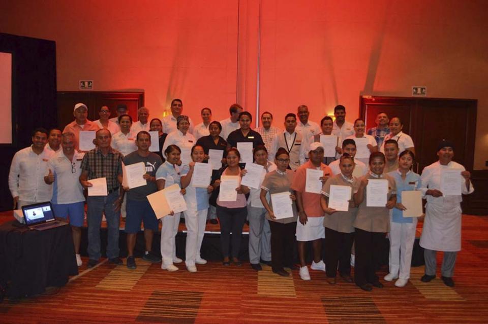 """Logra la CROC """"planta laboral"""" para 30 compañeros trabajadores en hotel Dreams Los Cabos"""