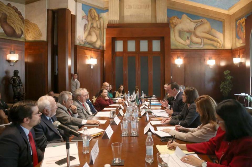 Secretaría de Salud niega firma de convenio para contratar a médicos de Cuba