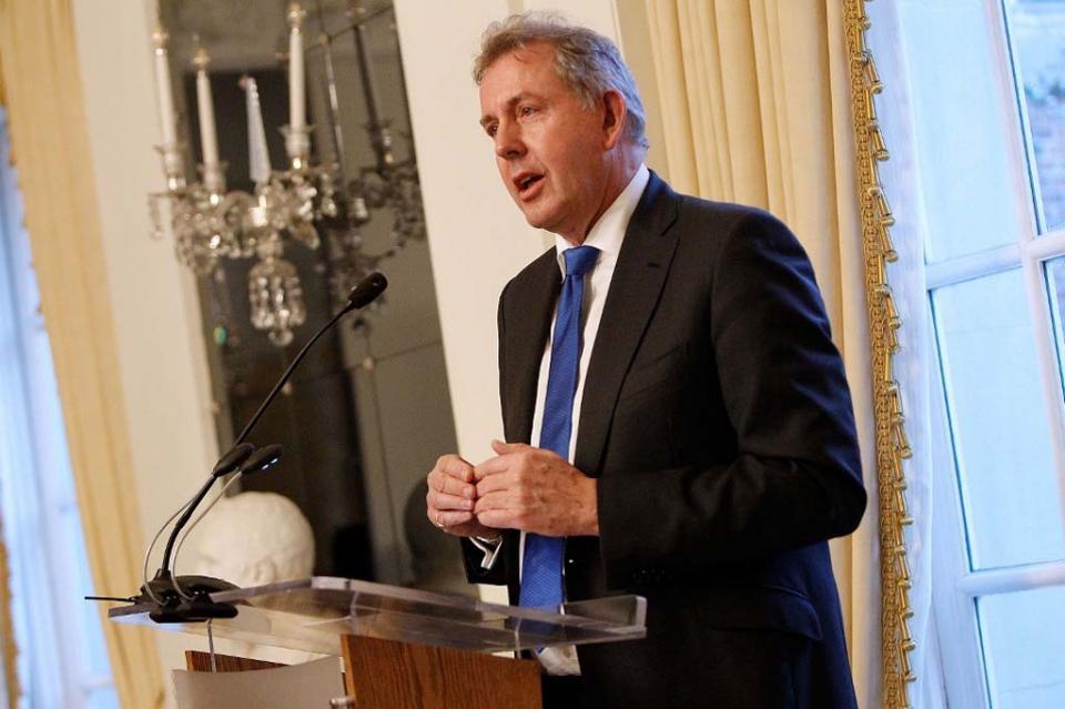Dimite embajador británico tras cuestionar a Trump