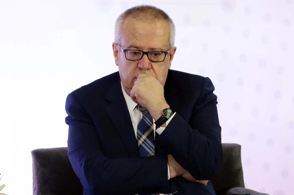 Carlos Urzúa renuncia como secretario de Hacienda