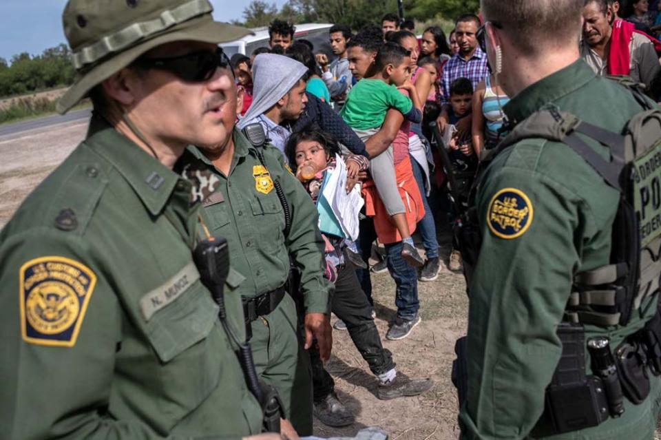 EUA prepara nueva redada para deportar miles de inmigrantes; NYT
