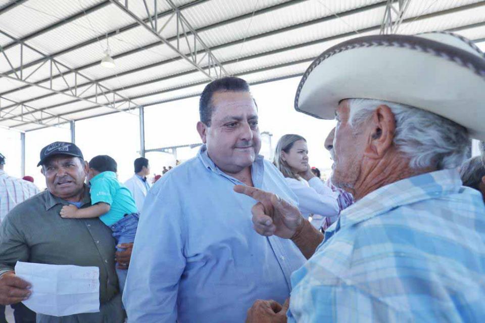 Se reúne gobernador con Comisionada de Protección Social en Salud