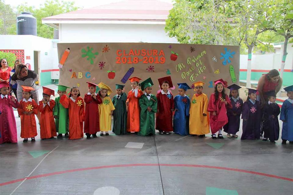 Celebran fin de cursos en centro asistencial de la colonia Loma Linda
