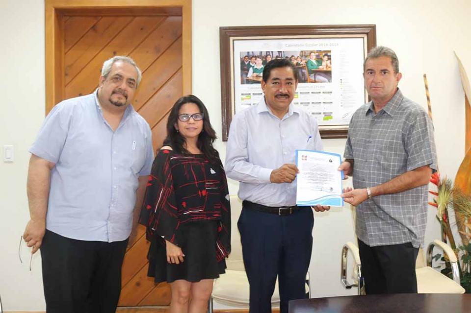 Entrega SEP REVOE a preparatorias de la Universidad de Tijuana e Instituto del Mar