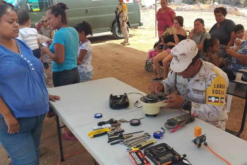 Acercan Gobierno del Estado y SEDENA servicios sociales a familias de La Paz